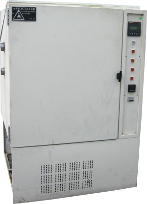 Used ASSOCIATED LH-10 Humidity Chambers/ Temperature Chambers/ Temperature Humidity Chambers
